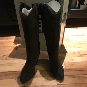 Fyre Ilana Pull on boots size 8